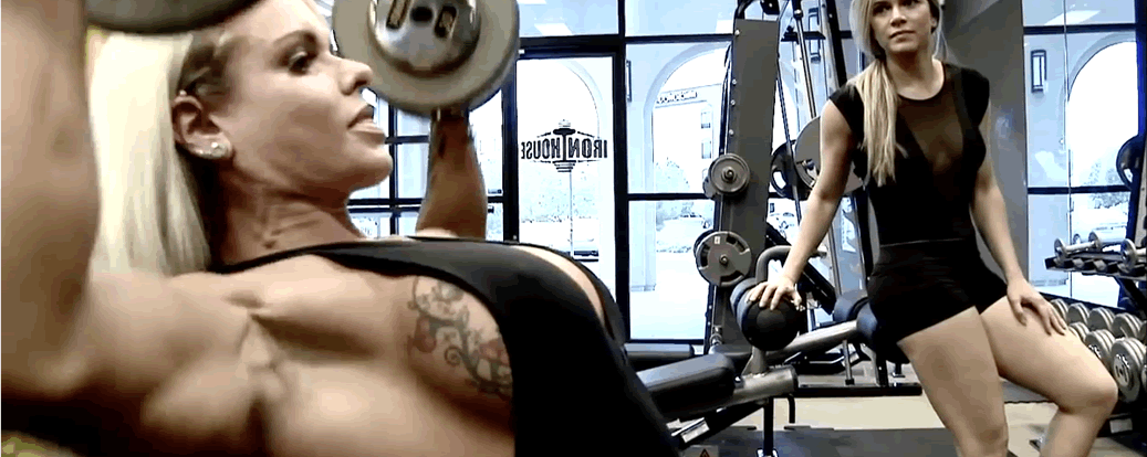 Larissa Reis Does Shoulders and Legs!